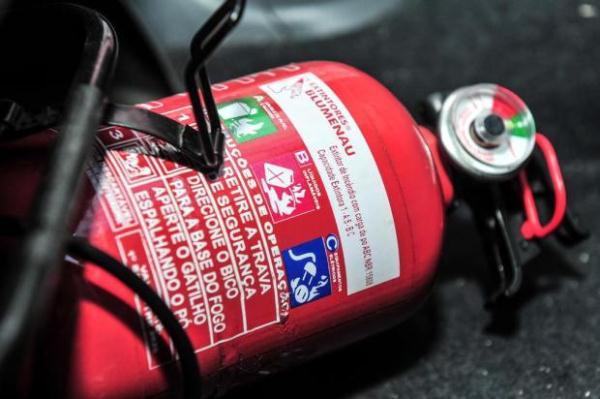 Uso facultativo de extintor em automóveis passa a valer a partir de hoje