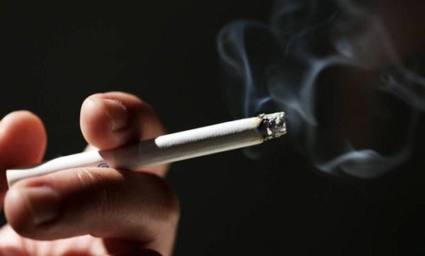 Adolescente com pai ou mãe fumante tem o dobro de risco de se tornar dependente de nicotina