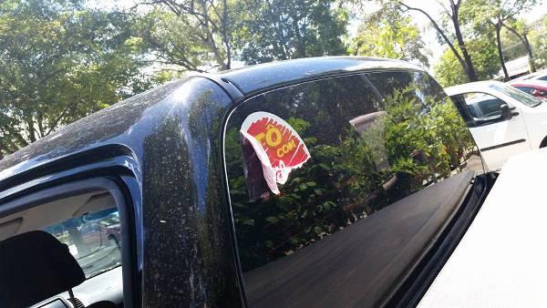 Com adesivo de Dilma, carro do presidente do PT/PB é apedrejado