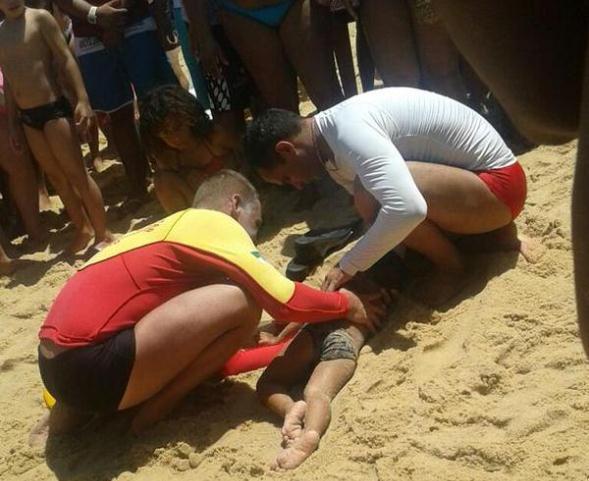 Criança de dois anos é salva pelos guardas vidas do Corpo de Bombeiros na Praia do Meio