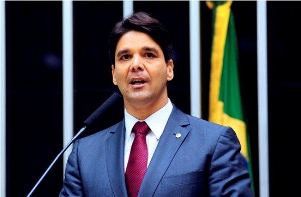 Governo federal quer cortar recursos dos municípios, alerta Felipe Maia
