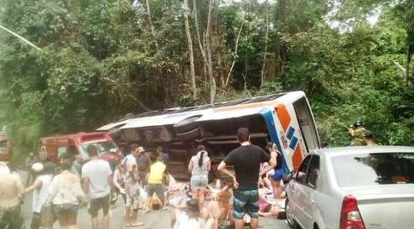 Acidente com ônibus deixa 14 mortos em Paraty