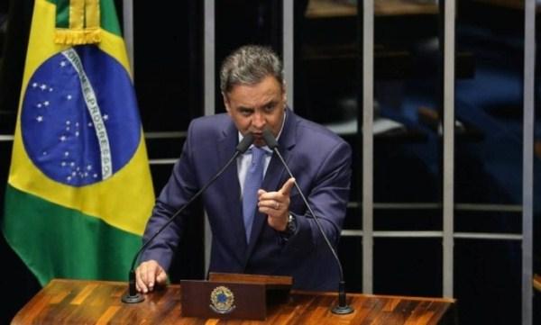 Para Aécio, 'governo de Dilma acabou'