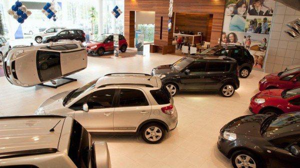 Venda de veículos cai 23,9% em agosto, diz Fenabrave