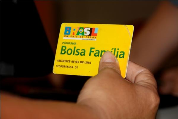 Governo já cortou quase 800 mil famílias do Bolsa Família