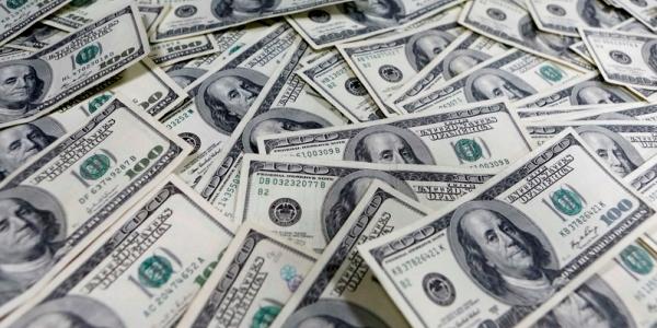 Dólar sobe quase 2% e atinge R$ 3,958, 2º maior nível da história do real