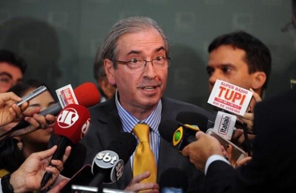 """""""Eu tenha a força"""": Cunha diz que pode acelerar impeachment se não for bem tratado por Dilma"""