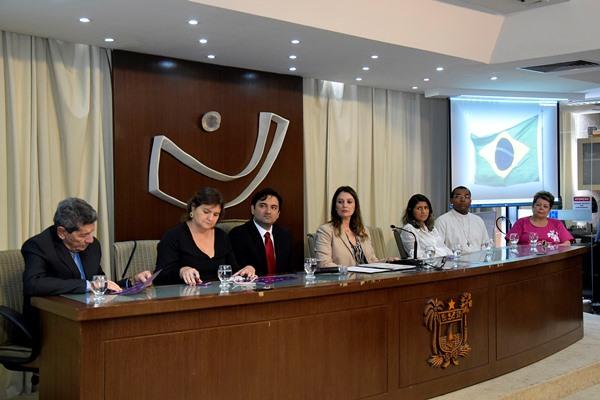 Assembleia firma parceria com Defensoria Pública no combate à violência contra a mulher
