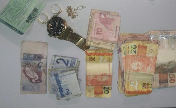 Vigilante e suspeito de tráfico são presos por policiais da Denarc