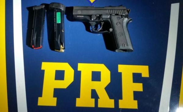 PRF apreende droga, arma e óculos piratas durante a madrugada