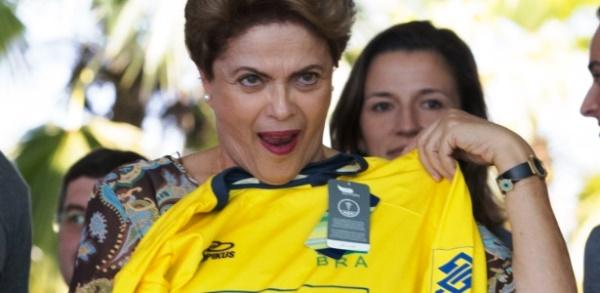 Dilma atrasa repasse de R$ 2,9 bilhões para escolas
