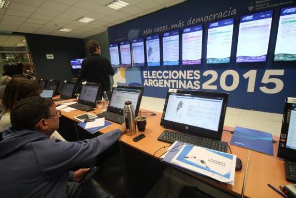 Argentina vai eleger novo presidente em inédito segundo turno