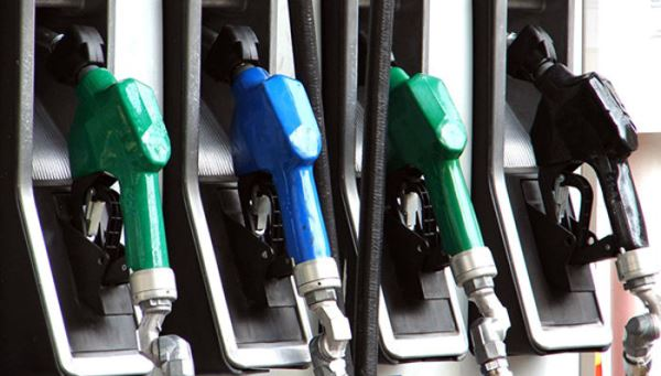 Alta da gasolina na bomba chega a 6,18% e supera reajuste na refinaria