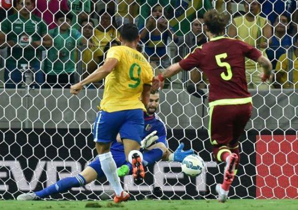 Brasil vence a Venezuela no Castelão e se recupera de derrota na estreia