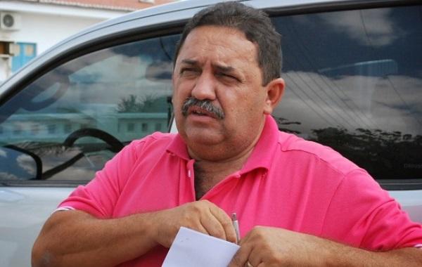 Discussão entre comerciante e prefeito de Angicos termina em tapas