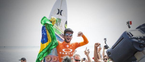 Potiguar Ítalo Ferreira elimina Gabriel Medina no Mundial de Surfe