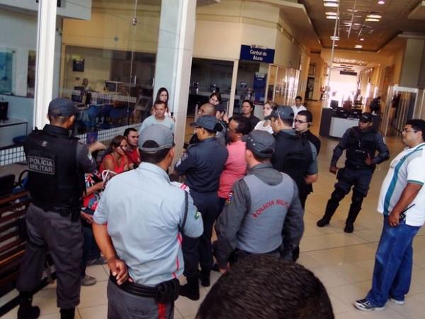 Em 2014, policiais militares reforçaram a segurança em local de provas na Av. Eng. Roberto Freire, em Natal. (Foto: Ricardo Araújo/G1)
