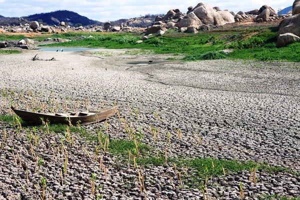 Inaugurado em 1959, o açude Gargalheiras, em Acari, foi eleito uma das sete maravilhas do Rio Grande do Norte no ano de 2007, mas o reservatório não resistiu aos últimos quatro anos seguidos de estiagem — 2012, 2013, 2014 e 2015 — e secou.