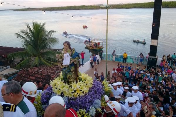 Fiéis celebram Padroeira de Natal durante missa na Pedra do Rosário