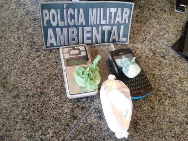 Polícia ambiental apreende droga e balança de precisão com dois indivíduos em Caicó
