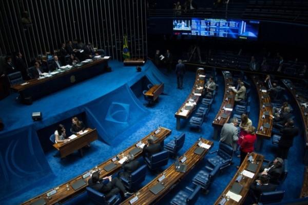 Senado mantém decisão do STF e Delcídio seguirá preso