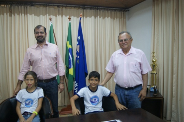Vilton e João Gustavo receberam a visita do prefeito e da vice-prefeita mirim de Currais Novos