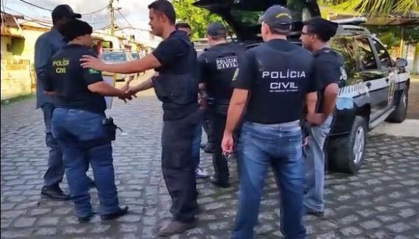 Polícia faz operação e apreende espigarda 12 e drogas na comunidade Beira Rio