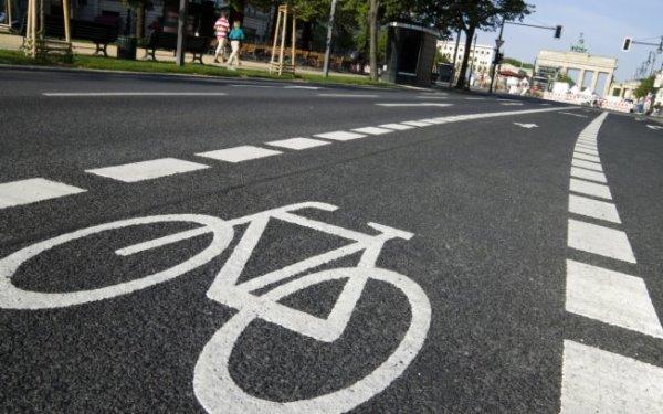 Comissão aprova projeto que pune motoristas e ciclistas que não respeitarem ciclovias