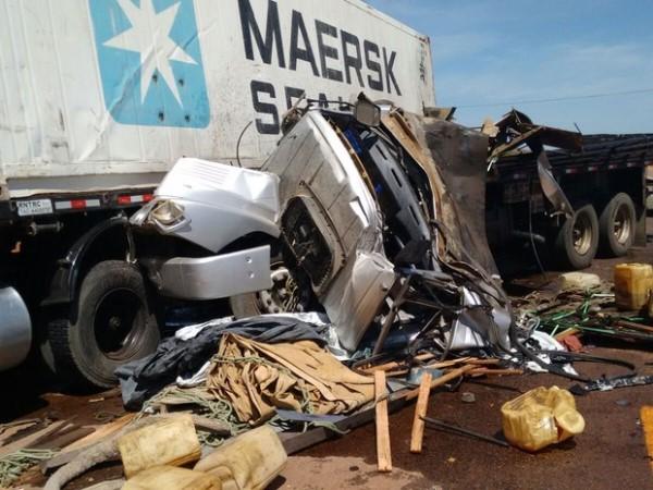 Carreta e caminhão colidem na BR-304, RN; um dos motoristas morre