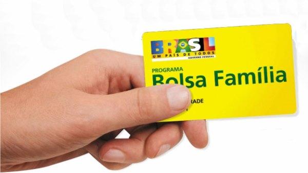 Dilma defende programas sociais e garante que Bolsa Família não será reduzido