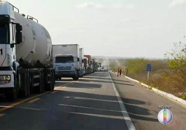 Caminhoneiro que fechar estrada pagará multa de R$ 1.915,00, diz ministro da Justiça