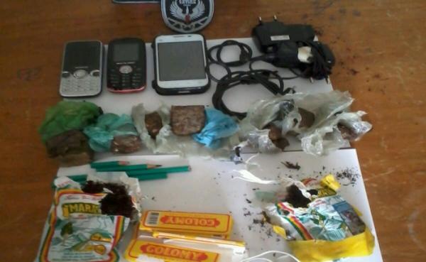 Agentes encontram celulares e droga no CDP de Santa Cruz