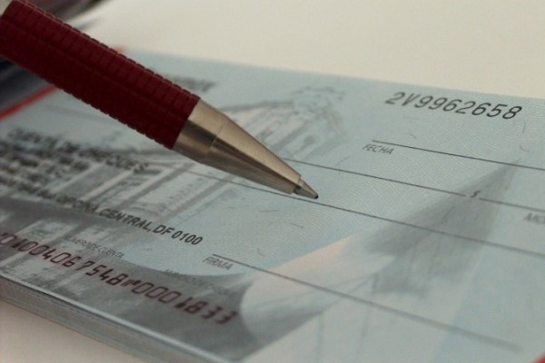 Taxas de juros ao consumidor podem levar ao superendividamento, diz SPC Brasil