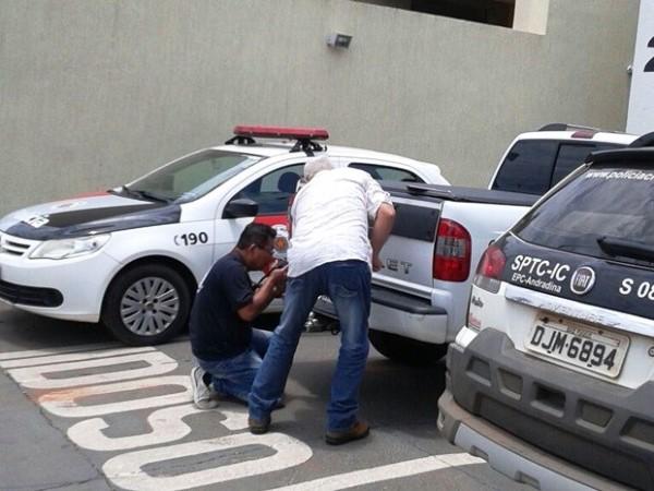 Polícia flagra caminhonete de cantor sertanejo com placa adulterada
