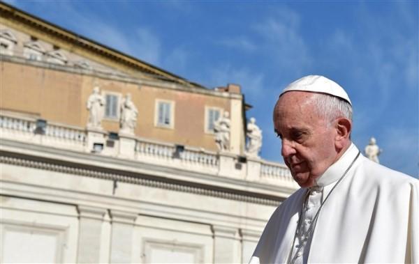 """Papa Francisco considera """"ato deplorável"""" o roubo na Igreja"""