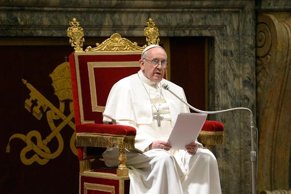 """Papa """"está determinado"""" em avançar com reformas na Igreja"""
