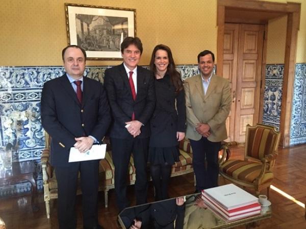 Governador destaca turismo durante encontro com embaixador do Brasil em Lisboa