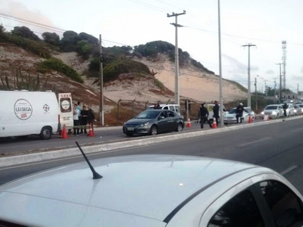 Cinco são presos durante blitz da Lei Seca na Via Costeira, em Natal