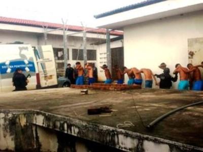 Carros também realizam transferência de presos  (Foto: Heloisa Guimarães/InterTV Cabugi)