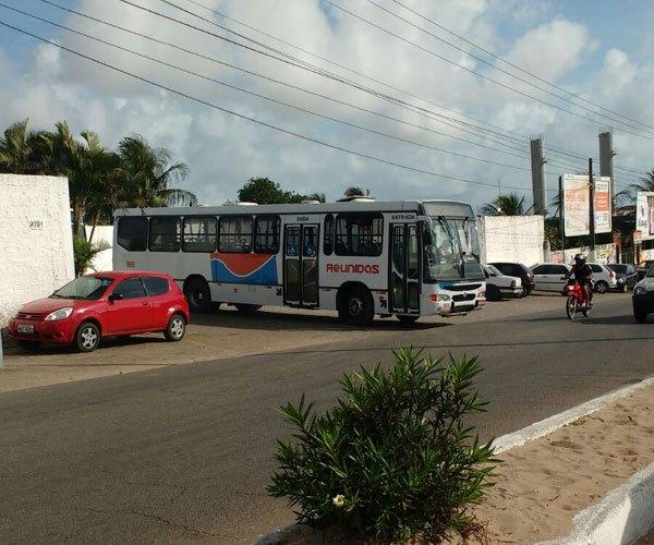 Após transtornos no início da manhã, ônibus voltam a circular