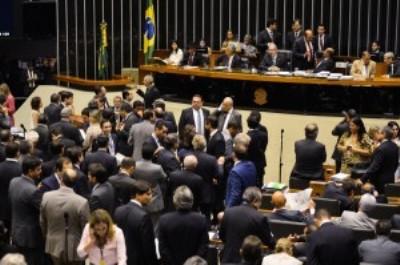 Oposição vence na Câmara e comandará Comissão do 'impeachment'