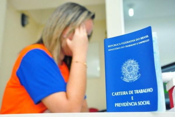 Brasil fecha 130,6 mil postos de trabalho com carteira assinada em novembro