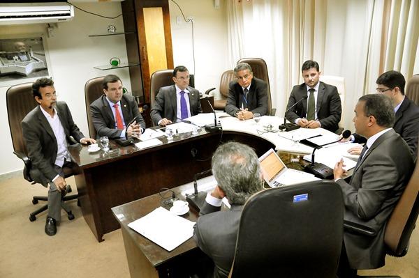 CCJ aprova projeto do remanejamento orçamentário com emenda supressiva