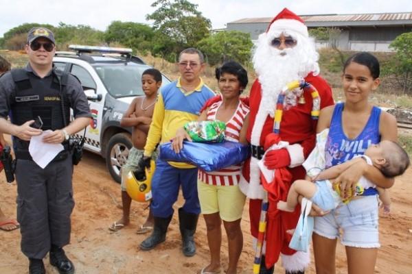 Ação: Polícia Militar e Correios fazem entrega de presentes a crianças carentes no RN