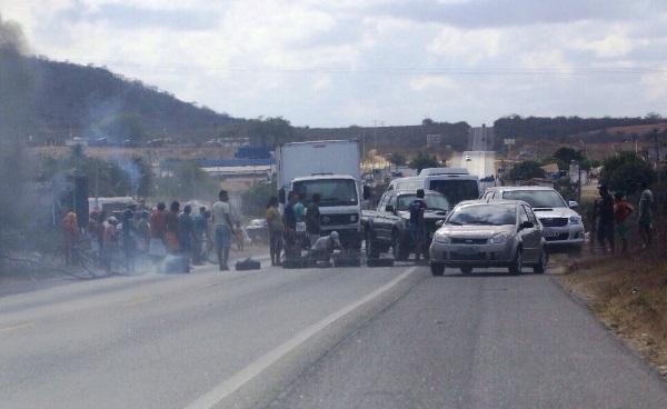 Manifestantes do MST bloqueiam trecho da BR-304 em Riachuelo