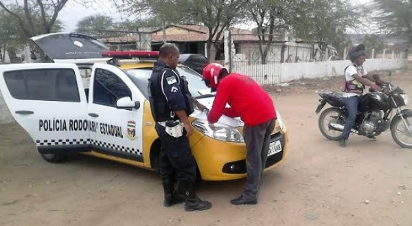 Polícia Rodoviária Estadual aborda 105 veículos na estrada de Currais Novos