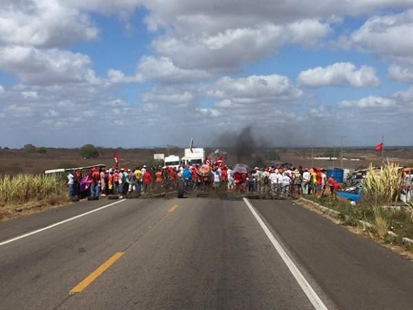 Manifestantes interditam trechos das BRs 304 e 406 no Rio Grande do Norte