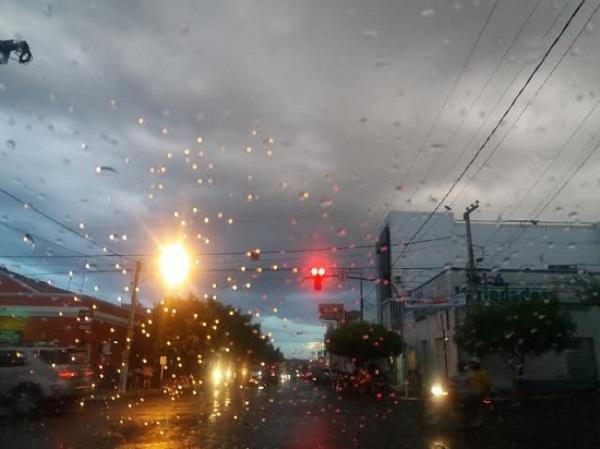 Chuva banhou a cidade de Caicó no início da noite de hoje