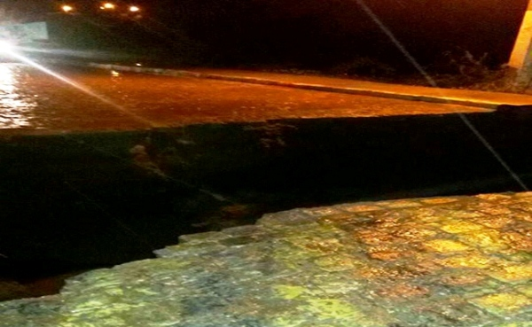 Chuva de quase 150 mm na Paraíba arranca calçamento e caminhonete afundou na rua