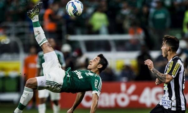 Palmeiras bate Santos nos pênaltis e festeja em casa